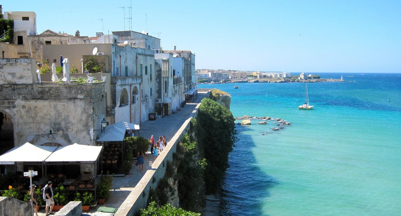 Vie del borgo e terrazze sul mare | B&B Alba Chiara